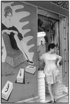 Cagliari 1962 - Sardegna- By Henri Cartier Bresson Human Photography, Candid Photography, Vintage Photography, Street Photography, Henri Cartier Bresson, Liberation Of Paris, Vintage Photos, Foto Vintage, Dream Pictures