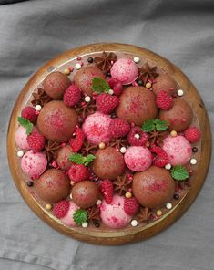 21 tips till fantastiska nyårsdesserter Raspberry Desserts, Mini Desserts, No Bake Desserts, Dessert Recipes, Swedish Dishes, Swedish Recipes, Tart Recipes, Sweet Recipes, Chocolate Mousse Cake