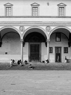 Brunelleschi - L'Ospedale degli innocenti - round arched porch graceful lightness