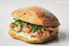 Chapatita de centeno con cangrejos de rio y mahonesa de albahaca | L'Exquisit
