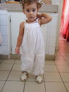 Le this de la salopette de fiiiiiille – Cielenstock - Baby Outfits, Kids Outfits, Baby Couture, Couture Sewing, Short Bebe, Baby Girl Birthday Outfit, Trendy Baby Boy Clothes, Diy Clothes, Baby Sewing