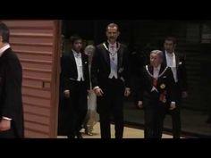 SS.MM. los Reyes a su llegada a la cena de ofrecida por los Emperadores ...