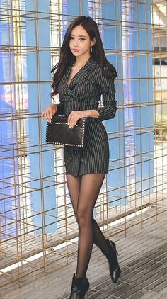 I post all beautiful things of nature or made by man. Asian Woman, Asian Girl, Asian Ladies, Korean Beauty, Asian Beauty, Trench Dress, Best Black, Tights Outfit, Korean Model