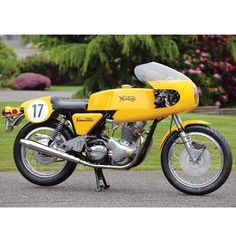 Yellow Peril: Norton Commando Production Racer - Classic British Motorcycles - Motorcycle Classics