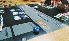 El mejor juegos de meza es #magic enseñando a los nuevos jugadores! #FNM #mtg #boardgames #nigth #game