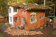 Cob at Cob Cottage Complex in Coquille, Oregon » Linda Smileys The Laughing House