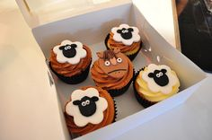 Like these sheep for Baby Jesus cupcakes. Farm animal cupcakes by Cupcake Passion (Kate Jewell), via Flickr
