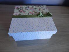 Caixa Lembrança para padrinhos de casamento em mdf, forrada em tecido. Consulte estampas disponíveis.