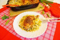 Kuřecí stehna osolíme a posypeme kořením na pečené, nebo grilované kuře. Do pekáčku dáme olej a na něm připravená stehna orestujeme z obou stran. Poté steh... Poultry, Risotto, Grains, Menu, Chicken, Ethnic Recipes, Food, Menu Board Design, Backyard Chickens