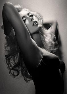 Veme me tocasDeixe me sentir todoFervorQuero tedesvairadocompletamenteExtasiadonesseAMOR…(Sandra Pires )