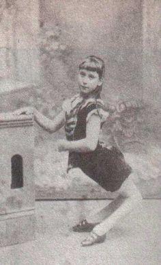 Ella Harper tambien conocida como la 'chica camello' / via imgur / Taresz