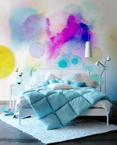 Les murs sont toujours de merveilleux supports pour laisser libre cours à son imagination….ils ont connu pêle-mêle les papiers-peints unis, bariolés même texturés, les peintures appliquées de mille et une façons, les stickers à messages et j'en passe…j'ai découvert il y a peu une manière originale de les parer, l'effet aquarelle.Imaginons un mur dans une pièce, celui-ci serait une toile immense pour laisser aller nos talents de peintre! Malheureusement, nous ne sommes pas tous égaux quant…