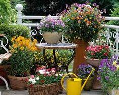 how to design a patio area small patio garden design home design ideas pictures how to design a patio garden Apartment Backyard, Apartment Patio Gardens, Backyard Patio, Small Flower Gardens, Pot Jardin, Patio Layout, Deco Floral, Small Patio, Small Terrace