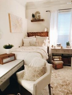 room makeover ideas Find modern dorm room ideas to freshen up your space with expert dorm room decorating ideas, decor essentials and inspirational pictures. College Bedroom Decor, Cool Dorm Rooms, College Room, Room Ideas Bedroom, Decor Room, Home Decor, Pink Dorm Rooms, Dorm Room Themes, Uni Room