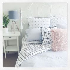 PILLOW INSPIRATION The use of European pillows and feature pillows can make the thought of making the bed in the morning so much more fun! Image credit by organised_house Dream Bedroom, Home Bedroom, Bedroom Decor, Room Inspiration, Pillow Inspiration, Minimalist Bedroom, Bedroom Styles, Bedroom Inspo, My New Room