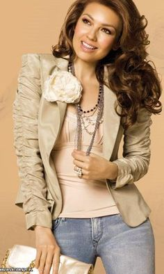 Great look, this is classic beauty. Tommy Mottola, Thalia, Stunning Women, Beautiful, Classic Beauty, Casual Looks, Photoshoot, Actresses, My Style