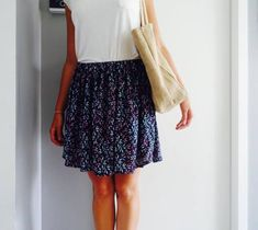 Fast and comfy skirt tutorial Diy Fashion, Winter Fashion, How To Make Skirt, Diy Kleidung, Easy Sewing Patterns, Skirt Tutorial, Couture Sewing, Mode Outfits, Sewing Clothes