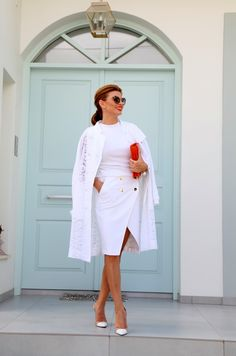 Since we all (some of us) struggle in relationships, at one moment or an other, at one level or an other, I thought of sharing few thoughts on this matter . Ramona Filip, White Outfits, Healthy Relationships, Tango, Photos, Glamour, Shirt Dress, Chic, Sexy