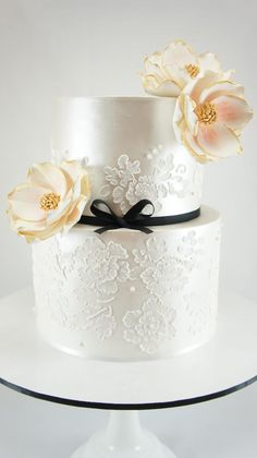 Exquisite wedding cake For more wedding and fashion inspiration visit www.finditforweddings.com  white wedding
