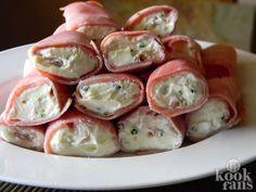 Monchourolletjes zijn makkelijk en overheerlijk! Monchourolletjes zijn heerlijk voor een avondje op de bank. Zorg wel dat je ze eventjes goed laat opstijven in de koelkast. Dat maakt ze nog lekkerder... Probeer het maar eens! Wat heb je nodig? 4 pakjes Monchou (op kamertemperatuur) 5 p