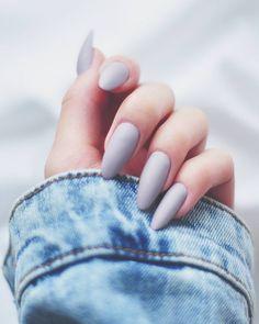 """Polubienia: 193, komentarze: 1 – Alicja Szczepocka (@alicjaszczepocka) na Instagramie: """"Matowe ❤ by @jullson_d #paznokcie #żel #szary #pieknie #hybridnails #hybryda #lakier #nails #white…"""""""