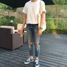 Ideas For Party Outfit Men Casual Menswear Casual Jeans, Casual Outfits, Men Casual, Fashion Outfits, Fashion Trends, Jeans Fit, Casual Menswear, Casual Clothes, Ripped Jeans