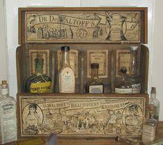 Antieke houten toonbank display 'Dr. de Waltoff's Beautifiers & Restorers'