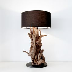 Jede Stehlampe ist ein Unikat. Das Wurzelholz (Teak) gibt der Lampe ein einzigartiges Aussehen und eine interessante Haptik. Led Licht, Teak, Table Lamp, Lighting, Green, Home Decor, Walnut Burl, Save Energy, Floor Lamps