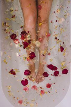 Les bains de fleurs Organic Cocoon ou le Spa 100% fleuri. Studio DSTN Rose Stabilisée, Decoration Baroque, Pot Pourri, Cocoon, Organic Soap, Creations, Flowers, Marie Claire, Spotlight