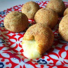 Esta bolinha de queijo fit que o @bloghortela postou é um sucesso! Ela não contém glúten e também pode ser zero lactose. A receita completa e centenas de outras ideias para uma vida mais saudável você encontra no perfil do @bloghortela. Sigo e recomendo: @bloghortela #fitness #fit #comidadeverdade #receita #receitafit #semgluten #semglutenesemlactose #salgadofit by ale_comerbem http://ift.tt/25x6pXP