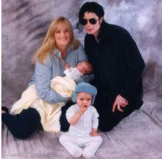 Michael Jackson, Debbie Rowe & their children. Paris Jackson, Michael Jackson Neverland, Lisa Marie Presley, Jackson Family, Janet Jackson, Elvis Presley, Michael Jackson Fotos, Mj Kids, Prince