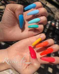 Semi-permanent varnish, false nails, patches: which manicure to choose? - My Nails Bright Summer Acrylic Nails, Best Acrylic Nails, Nail Summer, Bright Colored Nails, Colorful Nails, Nagellack Design, Acylic Nails, Fire Nails, Rainbow Nails