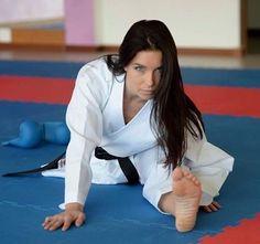 The Basics Of Judo – Martial Arts Techniques Karate Shotokan, Judo Karate, Karate Girl, Taekwondo Girl, Female Martial Artists, Martial Arts Women, Mixed Martial Arts, Kyokushin, Fighting Poses