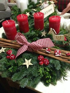 Holiday Red Candlestick Art Design Ideas - Weihnachten - The Fashion Christmas Table Centerpieces, Decoration Christmas, Christmas Candles, Decoration Table, Christmas Home, Christmas Wreaths, Christmas Crafts, Holiday Decor, Holiday Ideas