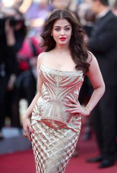 Aishwarya Rai Bachchan is seen here walking the red carpet at the premiere of the movie 'Deux Jours, Une Nuit'. Dressed in a strapless Cavalli gown, Aishwarya looked gorgeous as always, at the Cannes International Film Festival. Aishwarya Rai Cannes, Aishwarya Rai Photo, Actress Aishwarya Rai, Aishwarya Rai Bachchan, Aishwarya Rai Baby, Beautiful Bollywood Actress, Most Beautiful Indian Actress, Beautiful Actresses, Indian Celebrities