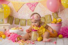 Pink lemonade cake smash