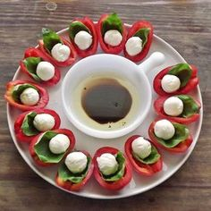 Pretty presentation for a caprese salad for a party - add on a drizzle of reduced balsamic vinegar and we will have a Kendrick Special! Use deviled egg tray for serving. Snacks Für Party, Appetizers For Party, Appetizer Recipes, Tapas, Appetisers, Antipasto, Caprese Salad, Caprese Appetizer, Cheese Plates