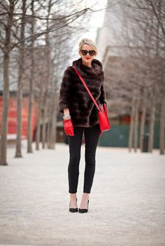 Perfection, from the faux-fur pullover (what an unexpected alternative to a traditional coat), to the super-skinny pants, to the red accents. Fur Fashion, Look Fashion, Womens Fashion, Blair Fashion, Fashion Fashion, Street Fashion, Runway Fashion, Fashion Models, High Fashion