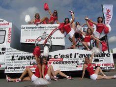 2012 > L'Équipe (100% féminine, 4 véhicules) remporte le Prix du public/Caravane publicitaire du Tour de France 2012