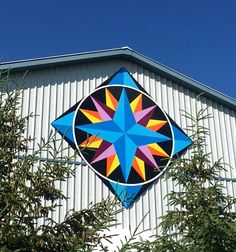 Man that is gorgeous! Barn Quilt Designs, Barn Quilt Patterns, Quilting Designs, Block Patterns, Amish Barns, Country Barns, Country Life, Painted Barn Quilts, Barn Signs