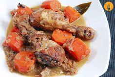 Pollo en salsa casero y fácil Hay pocos ingredientes que sean tan versátiles como el pollo. Con la carne de este ave se pueden preparar infinidad de receta
