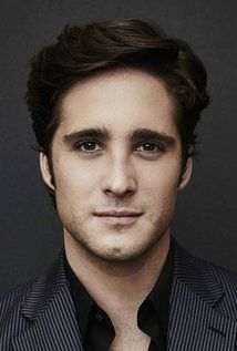 If someone ask me, Diego Boneta should already have bigger rolls in movies, however could be a beginning to play as Banquo's son, with a handsome face could pass perfectly as Jim Carry jr.