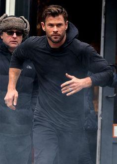 Chris Hemsworth Shirtless, Liam Hemsworth, Hemsworth Brothers, Z Cam, Australian Actors, Man Thing Marvel, Marvel Actors, Fine Men, Haircuts For Men