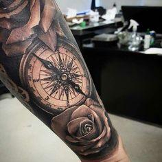 Tattoo Arm Rosen Kompass
