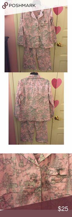 Light Pink Victoria's Secret Pajamas Light pink pajamas. 💗 Two piece pajama set 💗 Top is button down with pocket 💗 bottom has drawstring tie and back pockets 💗 Size Medium(short) 💗 Victoria's Secret Victoria's Secret Intimates & Sleepwear Pajamas