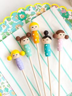 Make these adorable kiddie cocktail stir sticks inspired by Kokeshi dolls for your next party! Diy Craft Projects, Projects For Kids, Diy For Kids, Doll Crafts, Diy Doll, Diy Kokeshi Dolls, Clothespin Dolls, Wooden Dolls, Creative Crafts