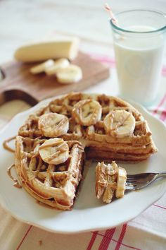 Banana bread protein waffles with peanut butter syrup. 159 calories. 2 grams of fat. 22 grams carbs. 4 grams of fiber. 6 grams of sugar. 15 grams of protien. 4 Weight Watchers Points Plus.