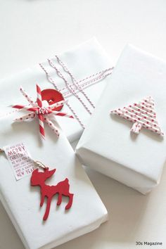 gift wrapping red and white Christmas wrapping-using two different papers - such a cute idea! Noel Christmas, All Things Christmas, White Christmas, Christmas Crafts, Christmas Decorations, Christmas Candy, Christmas Gift Wrapping, Craft Gifts, Holiday Gifts
