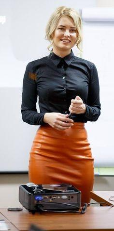 Alle Größen | Dressed In Black Formal Shirt And Leather Skirt | Flickr - Fotosharing!