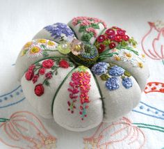 Embroidered flowers on linen pincushion. The linen just seems to make it extra classy. Silk Ribbon Embroidery, Embroidery Stitches, Embroidery Patterns, Hand Embroidery, Japanese Embroidery, Art Patterns, Tatting Patterns, Flower Embroidery, Fabric Crafts